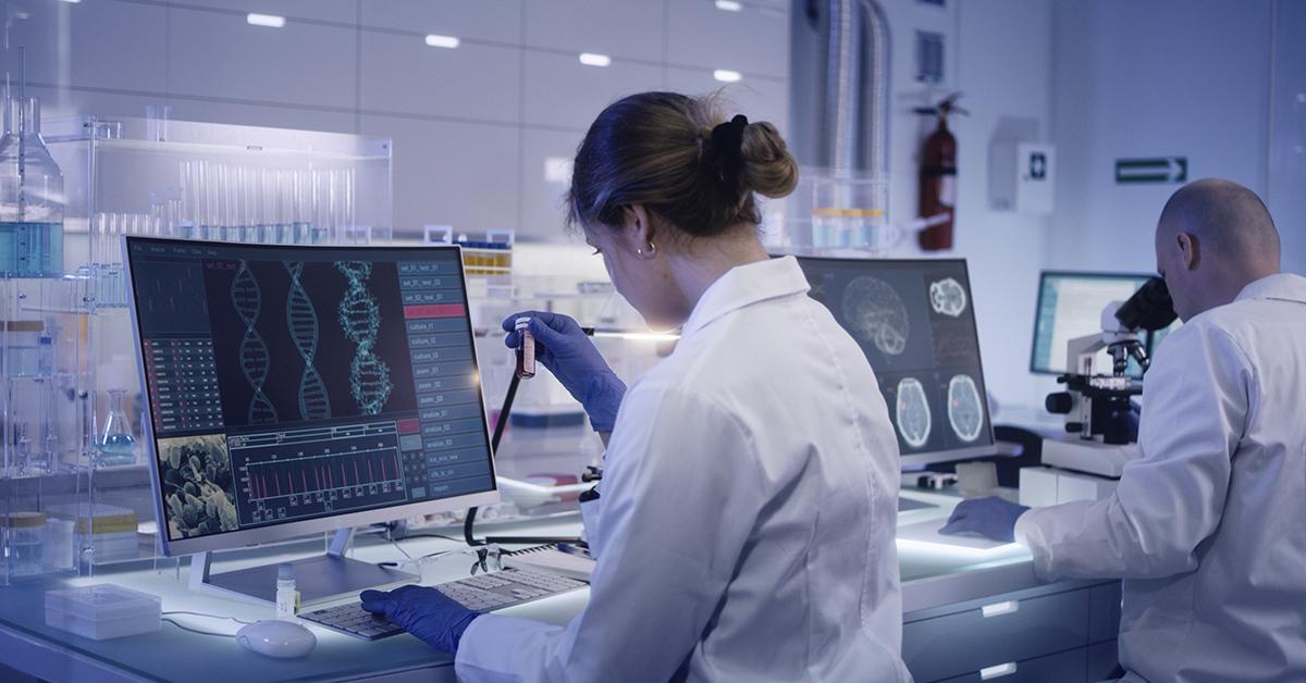 mulher em laboratório